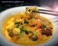 Vegetarian Singapore Laksa - Healthier Version ♥ Tempting, Healthy, Creative Yet Simple Vegetarian/Vegan Recipes (with photos) Guarantee To Blow Your Mind! Singapore Laksa Recipe, Peranakan Food, Vegetarian Cooking, Food Photo, Vegan Recipes, Veggies, Dishes, Healthy, Ethnic Recipes
