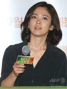 韓国・ソウル(Seoul)のシネマコンプレックス「CGV」往十里(Wangsimni)店で行われた、映画『ドキドキ私の人生(My Brilliant Life)』のメディア向け試写会に臨む、女優のソン・ヘギョ(Song Hye-Kyo、2014年8月21日撮影)。(c)STARNEWS ▼26Aug2014AFP|韓国映画『ドキドキ私の人生』プレス試写会、主演の2人も出席 http://www.afpbb.com/articles/-/3024078 #Song_Hye_Kyo