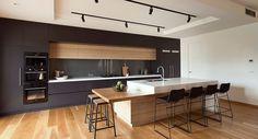 Niestety nie w każdym domu jest możliwość przeznaczenia na jadalnię osobnego pomieszczenia. Rozwiązaniem może być jadalnia łączona z kuchnią.