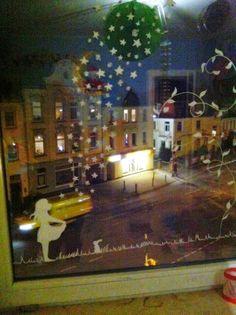Anja Frieda, Fensterbild mit Kreidestift gemalt, Sterntaler, Märchenmotiv