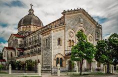 Iglesia Jesús en Miramar ~ La Habana Havana Cuba, Homeland, Cuban, Rey, Barcelona Cathedral, Places To Visit, Iglesias, Social Club, Landscape