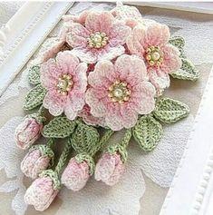 15 Ideas Crochet For Beginners Flowers Crochet - Diy Crafts Crochet Bouquet, Crochet Puff Flower, Crochet Brooch, Crochet Motifs, Crochet Flower Patterns, Crochet Doilies, Crochet Flowers, Crochet Lace, Fabric Flowers