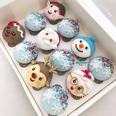 christmas cupcakes by Its so cute ! christmas cupcakes 🎅🎄🌲🌲🎄🎄🦌 by Christmas Cupcake Toppers, Christmas Cupcakes Decoration, Christmas Cake Designs, Christmas Cake Pops, Christmas Sprinkles, Christmas Deserts, Christmas Cookies, Holiday Baking, Christmas Baking