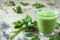 Green Cilantro Smoothie : Sip on the ultimate low-calorie, high-nutrient green detox smoothie.