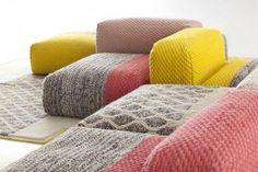 las cálidas alfombras-jersey diseñadas porPatricia Urquiola, significaron un antes y un después en la colección de la marca valencianaGAN. Ahora, el catálogo se expande en…