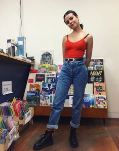 80s fashion, vintage fashion, 80s style, 80s, clothing ideas, jeans, mom jeans, boyfriend jeans, baddie, short boots.