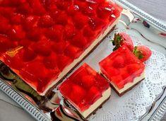 biszkopt z kremem karpatkowym i owocami - przepis ze Smaker.pl Waffles, Food And Drink, Cooking Recipes, Fish, Meat, Breakfast, Cake, Cakes, Breakfast Cafe