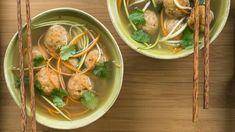 boulette poisson nouille soupe bol baguette légumes carotte fines herbes Quebec, Poke Bowl, Thai Red Curry, Meal Prep, Fish, Meals, Chicken, Cooking, Ethnic Recipes