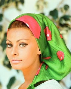 Born in italian diva- Sophia Loren can definetely be part of the beauty legends list-along with actresses as Audrey Hepburn and. Sophia Loren, Sophia Sophia, Bridget Bardot, Divas, Classic Beauty, Timeless Beauty, True Beauty, Iconic Beauty, Trash Film