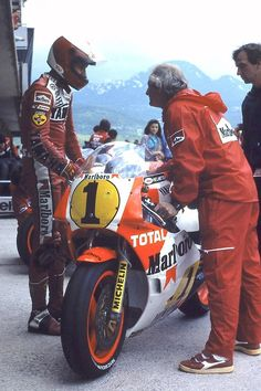 itsawheelthing:  back to the 80′s bike week … ready to raceEddie Lawson, Marlboro Agostini-Yamaha YZR500, 1986  Yugoslavian 500cc Grand Prix, Rijeka