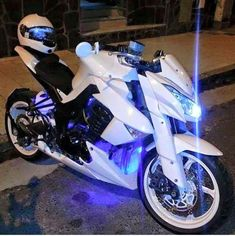 I don't usually care about white, but that's Dope RS - motorcycles - Effektive Bilder, die wir über motorad 125 anbiet Moto Bike, Motorcycle Helmets, Ducati, Yamaha, Moto Design, Custom Sport Bikes, Custom Street Bikes, Futuristic Motorcycle, Cool Motorcycles