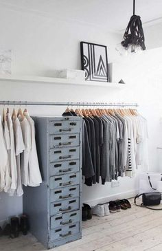 Walk In Closet Ideas - Looking for some fresh ideas to remodel your closet? Visit our gallery of leading luxury walk in closet design ideas and also photos. Pipe Closet, Walk In Closet, Closet Wall, Dressing Pas Cher, Armoire, Cheap Closet, Diy Clothes Rack, Clothing Racks, Vintage Drawers
