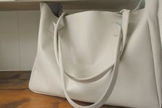 The London BagCream leather bag tote with by HenandTillLeather, £89.72