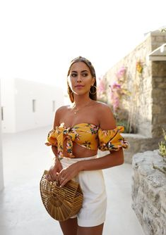GOLDEN HOUR – Kenzas Tropical Vacation Outfits, Tropical Outfit, Cruise Outfits, Spring Outfits, Cool Street Fashion, Street Chic, Kenza Zouiten, Brunch Outfit, Standing Poses