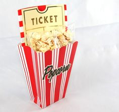 Einladungskarten fürs Kino in witziger Popcorn-Optik / gift packing idea for voucher made by Gift2Go via DaWanda.com