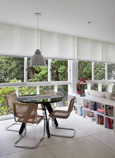 Apê antigo de roupa nova. Veja: https://casadevalentina.com.br/projetos/detalhes/ape-antigo-de-roupa-nova-528 #details #interior #design #decoracao #detalhes #decor #home #casa #design #idea #ideia #casadevalentina #diningroom #saladejantar