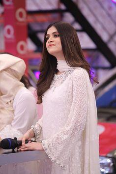 pakistani dresses Minal Khan and Arij Fatima Looking Fabulous in ARY Jeeto Pakistan Simple Pakistani Dresses, Pakistani Fashion Casual, Pakistani Wedding Outfits, Pakistani Dress Design, Indian Fashion, Stylish Dress Designs, Stylish Dresses, Simple Dresses, Dress Indian Style