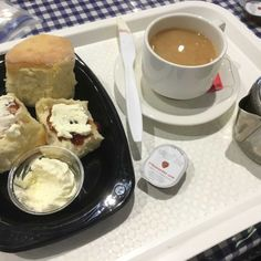 Devonshire teas mean big business for the CWA when it's Sydney Royal Easter Show time, especially when they bake 4,000 scones a day.
