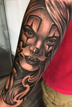80 Tatuagens de Palhaço incríveis para você se inspirar - Fotos e Tatuagens Chicanas Tattoo, Skull Girl Tattoo, Pin Up Girl Tattoo, Girl Face Tattoo, Clown Tattoo, Money Tattoo, Evil Tattoos, Native Tattoos, Dope Tattoos