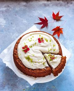 Wholesome and juicy vegan carrot cake recipe.  It's full of cinnamon and gingerbread flavour and so good! Perfect both for autumn and winter. #cakerecipes #vegancakerecipes #carrotcake #karottenkuchen #veganbaking #veganbacken Cream Cheese Icing, Cake With Cream Cheese, Seitan, Easy Vegan Cake Recipe, German Baking, Vegan Carrot Cakes, Fall Cakes, Cake Tasting, Vegan Sweets