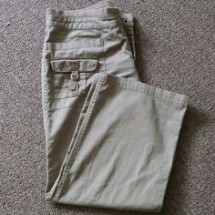 Capris Very comfortable.  Runs big. Worn a couple times still in good condition Danskin Pants Capris