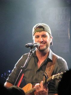 I am a sucker for a guy with his hat on backwards! Especially when It's a Georgia boy named Luke Bryan