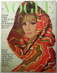 Know your fashion history? Then test it out with this look at vintage Vogue magazine covers from the and Vogue Vintage, Vintage Vogue Covers, Vintage Ladies, Vogue Magazine Covers, Fashion Magazine Cover, Magazine Spreads, 1960s Fashion, New Fashion, Vintage Fashion