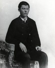 Robert (Bob) Dalton (May 1869 - Oct. - He led the ill-fated Dalton Gang raid on two banks in Coffeyville, Kansas, where he died. Dalton Gang, Old West Outlaws, Famous Outlaws, Billy The Kids, Cowboys And Indians, Jesse James, My Heritage, Wild West, Historical Photos