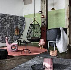 """Unieke en ambachtelijke producten van hout, textiel, kunststof en metaal staan centraal bij de mood """"Black, White & Pink"""".    Kenmerkend:  Ambachtelijkheid, contrasten – ruwe randjes versus gepolijst, glanzend versus mat – en extreme proporties."""