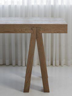 detalhe do encaixe da mesa de madeira - Arkpad