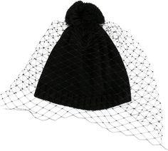 €140, Bonnet noir Bernstock Speirs. De farfetch.com. Cliquez ici pour plus d'informations: https://lookastic.com/women/shop_items/343403/redirect