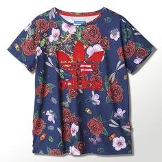 British pop sensation Rita Ora debuts an adidas Originals collection that reflects her romantic sensibility, influenced by the lush beauty of baroque art and the splendour of Versailles. This women's t-shirt accents a sporty Trefoil with an allover print of roses, hibiscus blooms, dragonflies and gilded flourishes.