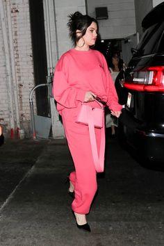 Look At Her Now, Selena Gomez Pictures, Valentino Purse, Autumn Street Style, Oversized Jumper, Bubblegum Pink, Celebs, Celebrities, Marie Gomez