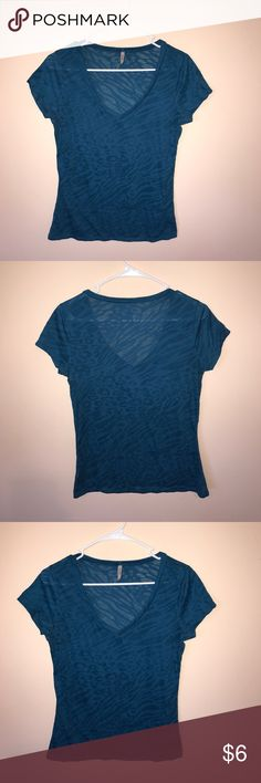 Rue21 Blue Animal Print T-Shirt Size XL Rue21 Blue Animal Print Short-Sleeved T-Shirt Size XL   Simple basic fitted blue animal print t-shirt, the shirt is sheer so I've always worn an undershirt or cami with it, only worn a handful of times.   In great condition with no visible signs of wear or tear  Comes from a non-smoking house   Please let me know if you have any questions    ✨Offers Welcome✨ 💕Bundles = 15% off and a free gift! 💕 Sorry no trades Rue21 Tops Tees - Short Sleeve