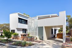 Colorbond cladding with timber detail and brick. Generation Y Demonstration Housing by David Barr Architect. Image by The West Australian
