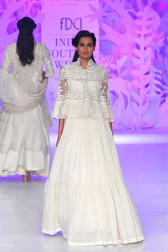 Complete collection: Rahul Mishra at India Couture Week 2017 India Fashion, Asian Fashion, Women's Fashion, Fashion Tips, Indian Dresses, Indian Outfits, Pakistani Outfits, Indian Designer Outfits, Designer Dresses