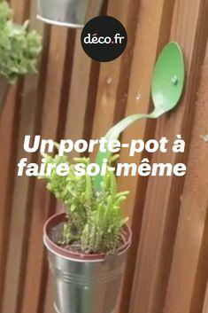 Vous adorez les herbes aromatiques, les jolies succulentes et toutes les petites plantes en pot de manière générale ; mais à force d'en acheter, vous n'avez plus de place pour les poser ! Pas de panique : si vous avez trois vieilles cuillères à soupes qui traînent au fin fond d'un tiroir de votre cuisine, sachez qu'il est tout à fait possible de les détourner afin de créer des porte-pots originaux et uniques. Le Jolie, Deco, Memes, Small Potted Plants, Herbs, Originals, Puertas, Meme, Decor
