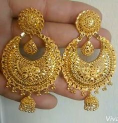 Fulfill a Wedding Tradition with Estate Bridal Jewelry Gold Jhumka Earrings, Gold Bridal Earrings, Gold Wedding Jewelry, Jewelry Design Earrings, Gold Earrings Designs, Gold Jewelry, Indian Earrings Gold, Bridal Jewellery, Gold Necklace