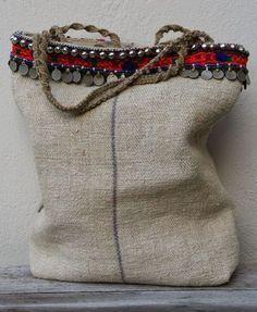linen bag with tribal details - KussenvanPaula Sacs Tote Bags, Reusable Tote Bags, My Bags, Purses And Bags, Diy Sac, Estilo Hippie, Hippie Boho, Ethnic Bag, Jute Bags