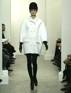 Nicolas Ghesquiere, Egg-shaped white coat, 2006/2007