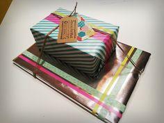 Geboortefeest kado met zilver inpakpapier, tape, twine, labels en stempels. www.liekevanderbiezen.nl