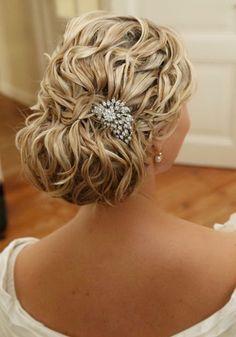 krullen opgestoken met haarassecoire