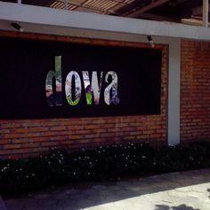 DOWA merupakan tas brand lokal yang telah mendunia. Saya betah berjam – jam berada di outlet DOWA Bag untuk memilih produk - produk Dowa...