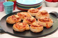 Pizzasnurrer er super mat å servere på tur, i barn Muffin, Food And Drink, Bread, Meals, Baking, Breakfast, Recipes, Pizza, Velvet