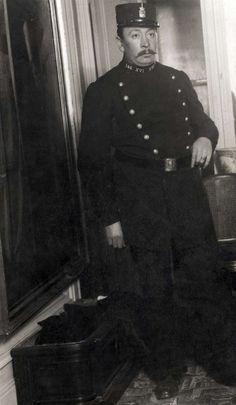 1 April-grappen : In het tijdschrift Het Leven is rond 1 april 1914 een publicatie opgenomen over een zogenaamde slaapziekteepidemie. Hier de Utrechtse politieagent S. Norker, het zogenaamde tweede slachtoffer. Nederland, 1914.