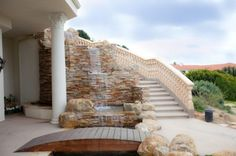 love the outdoor staircase!!!!