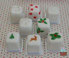 66 ideas fruit cake decorating decoration for 2019 Mini Christmas Cakes, Christmas Cake Designs, Christmas Cake Decorations, Miniature Christmas, Christmas Sweets, Christmas Minis, Christmas Goodies, Christmas Baking, Christmas Crafts