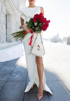 What's better than roses and Gucci for Valentine's Day? Nothing! @hellofashblog