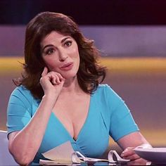 49 Hot Pictures Of Nigella Lawson Will Make You Lose Your Mind Nigella Lawson Age, Beautiful Girl Image, Beautiful Women, Curvy Celebrities, Tv Girls, Tv Presenters, Bikini Photos, Sexy Hot Girls, Sexy Women