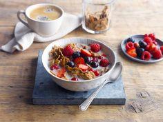 Commencez la journée en beauté avec ce délicieux bol de fruits rouges accompagné de Lait d'Amande